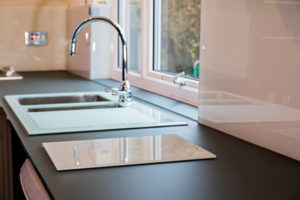 Non-Scratch-Glass-Worktops-for-kitchens