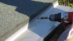 Flat roof gutters installation
