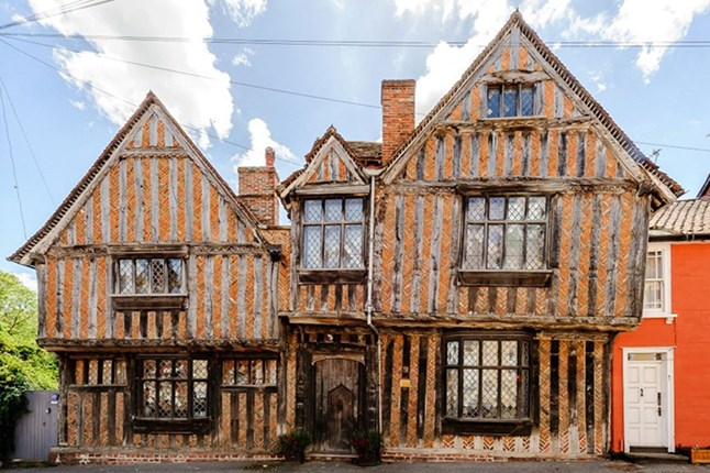 7 celebrities homes that went up for sale - Harry Potter