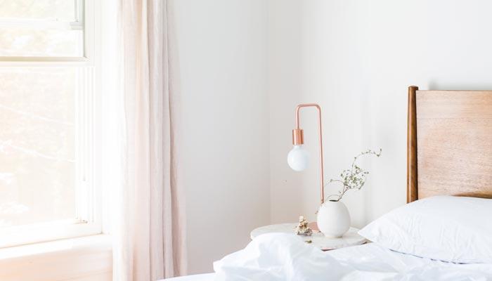 bedroom-bedside-light